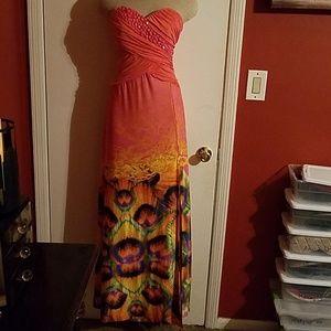 Gorgeous maxi, strapless dress.